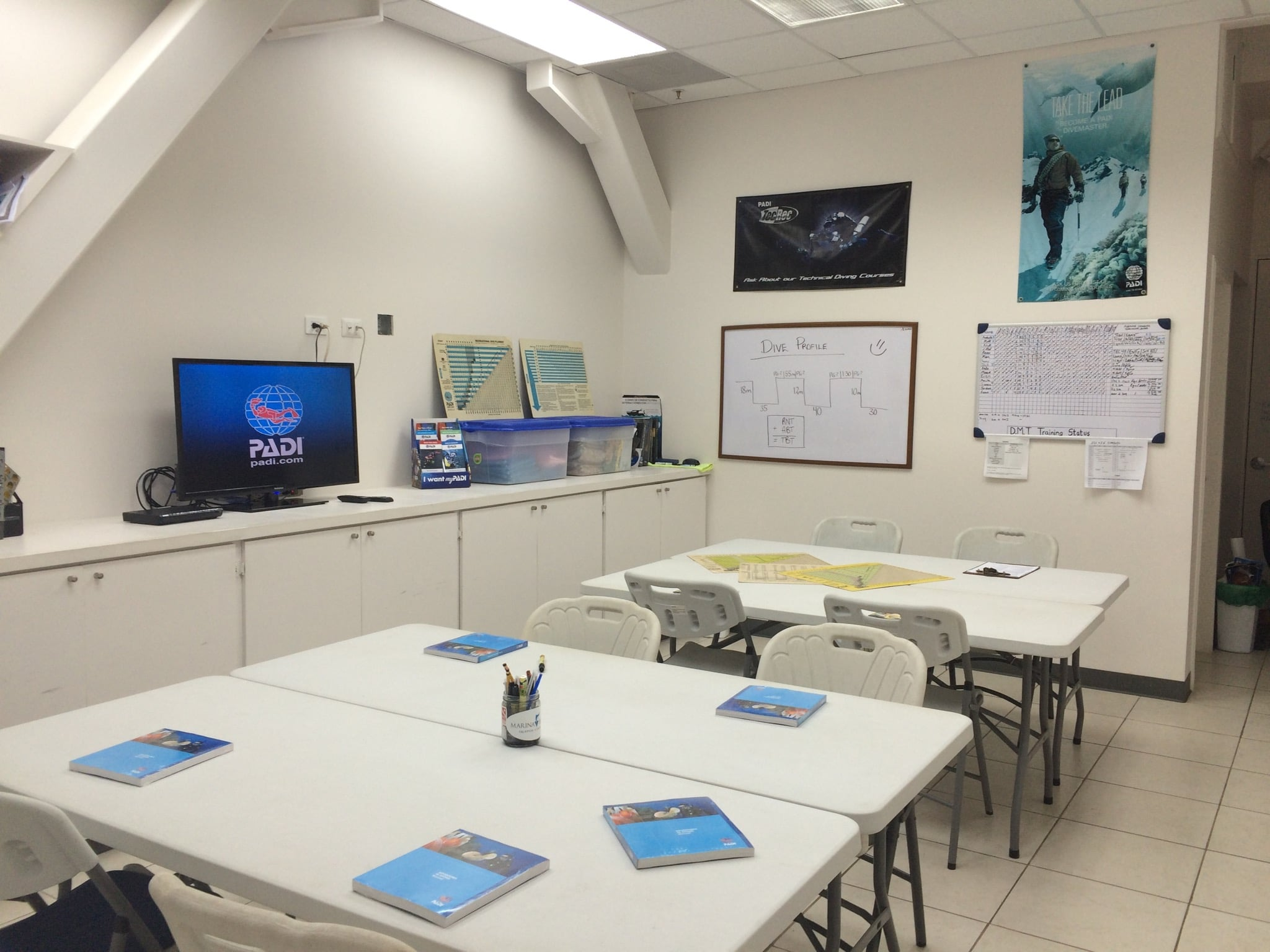 padi idc classroom at Oceans Unlimited with Go Pro