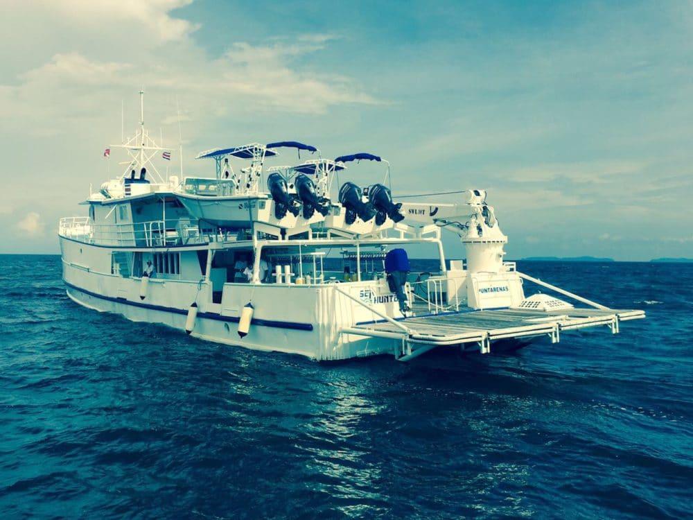 undersea hunter boat